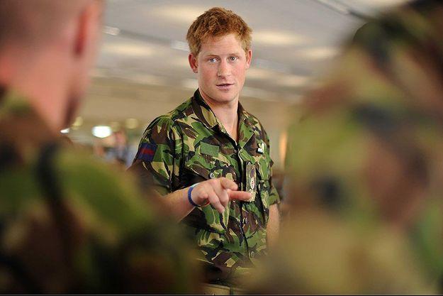 Le prince Harry en tenue militaire en 2010.