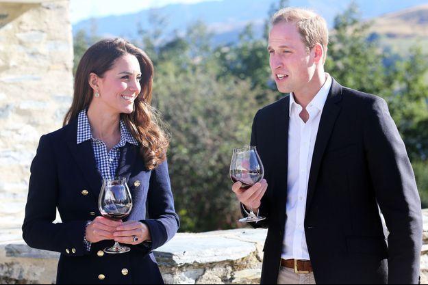 Kate et William dégustant le fameux vin néo-zélandais.