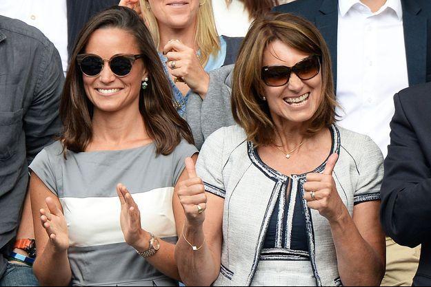 Kate et Carole Middleton dans les tribunes de Wimbledon, le 6 juillet 2014