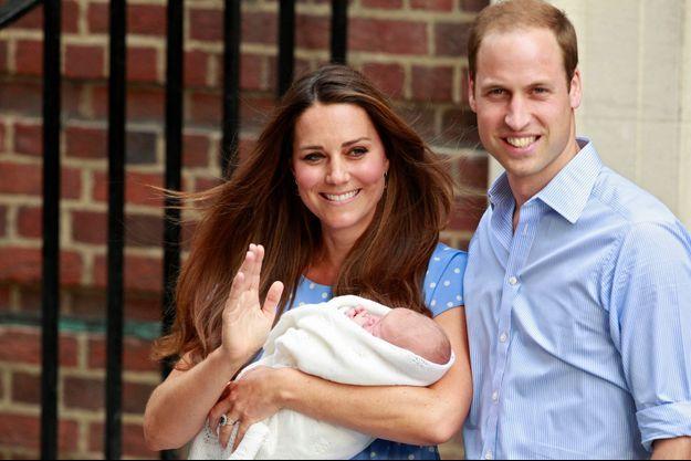 Kate, William et George, à la sortie de l'hôpital mardi dernier.
