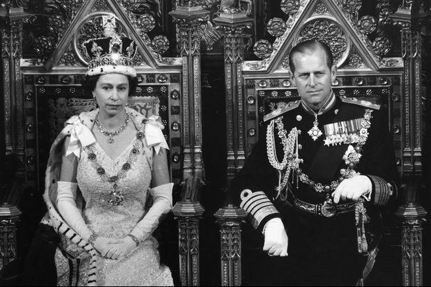 La reine Elizabeth II et le prince Philip sur leur trône en 1967 lors de l'ouverture du Parlement