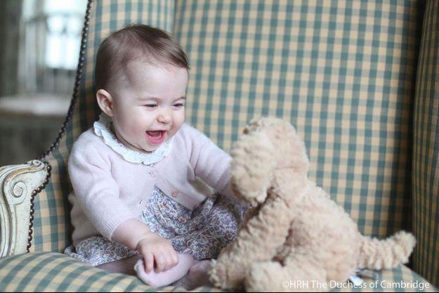 La princesse Charlotte a eu 6 mois le 2 novembre 2015.