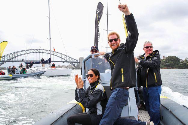 Meghan était bien aux côtés de Harry pour une épreuve de voile, dimanche, dans la baie de Sydney, à l'occasion des Invictus Games.