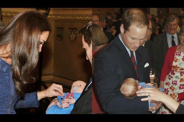 Kate et William avec un bébé lors d'une réception en avril 2012.