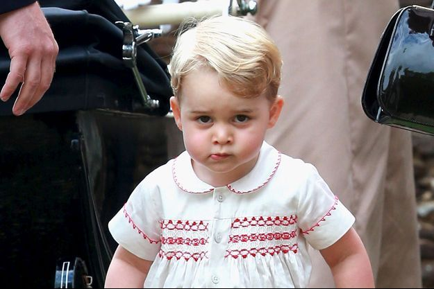Le prince George lors du baptême de sa petite soeur la princesse Charlotte à Sandringham, le 5 juillet 2015