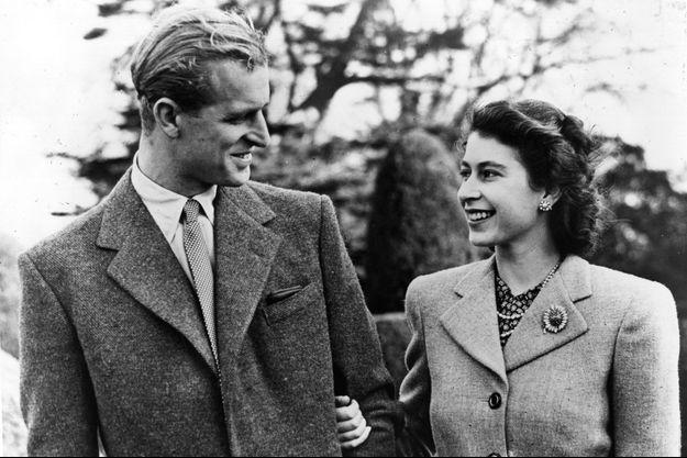 Photographie officielle de la princesse Elizabeth et du prince Philip lors de leur lune de miel à Broadlands, le 23 novembre 1947
