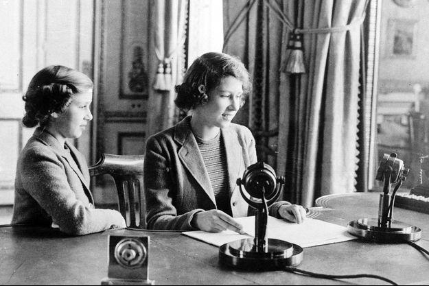 La princesse héritière Elizabeth et la princesse Margaret au château de Windsor, le 14 octobre 1940