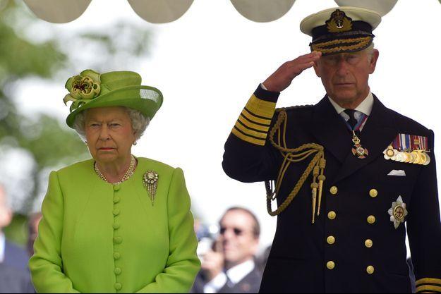 La reine Elizabeth II et le prince Charles de Galles.