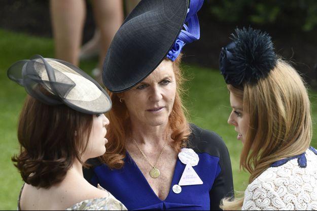 Sarah Ferguson et ses filles Eugenie et Beatrice au Royal Ascot, en 2015.