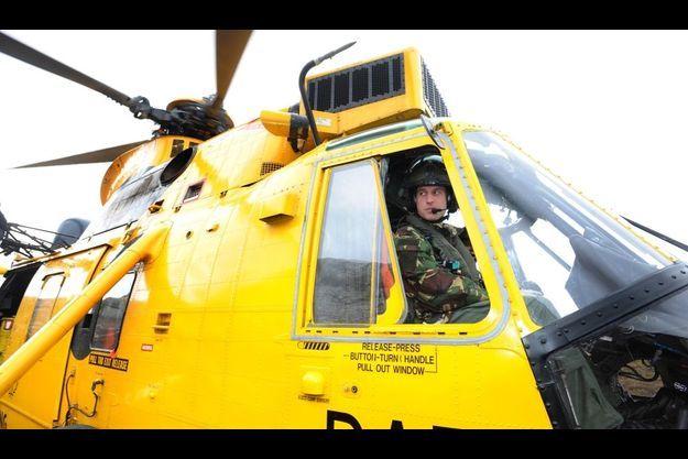 Le prince William a pris les commandes d'un hélicoptère pour une simulation de sauvetage.