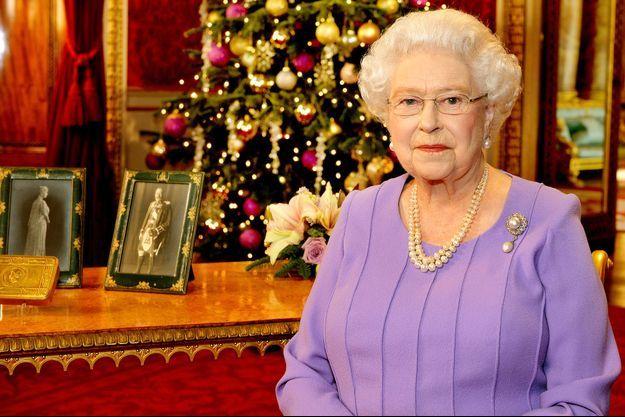 La reine Elizabeth II à Buckingham Palace à Londres, le 25 décembre 2014