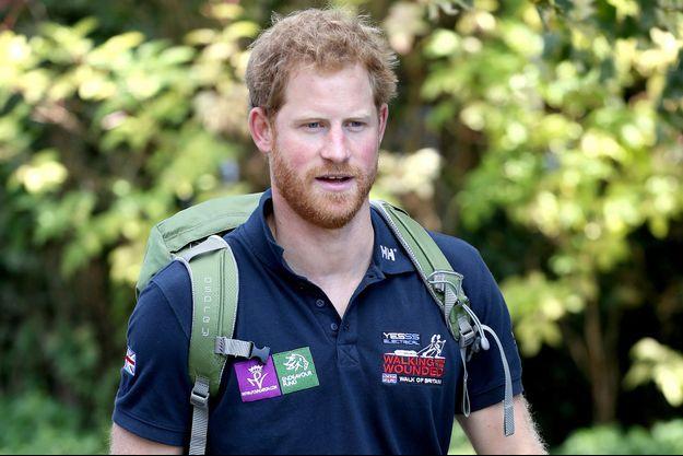 """Le prince Harry participe à une étape de la """"Walk of Britain"""" dans la cadre de «Walking With The Wounded», à Ludlow le 30 septembre 2015"""