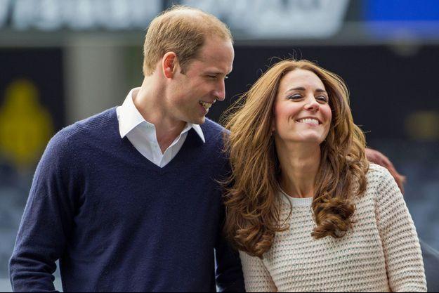 William et Kate, radieux, assistent à un match de rugby, ce dimanche à Dunedin en Nouvelle-Zélande.