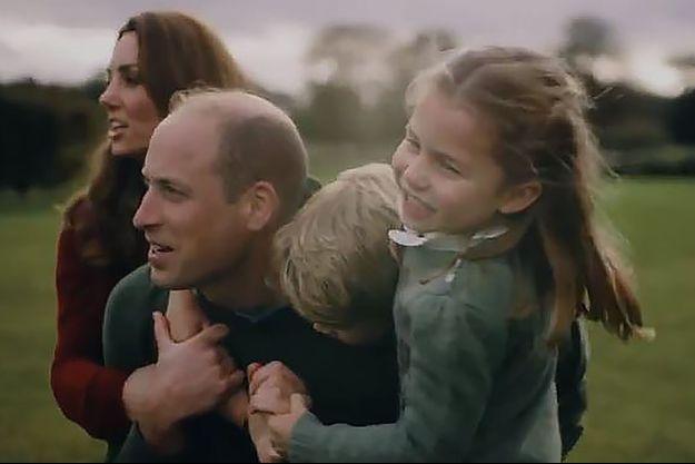 A l'occasion de leurs dix ans de mariage, William et Kate ont partagé jeudi une vidéo filmée avec leurs trois enfants.