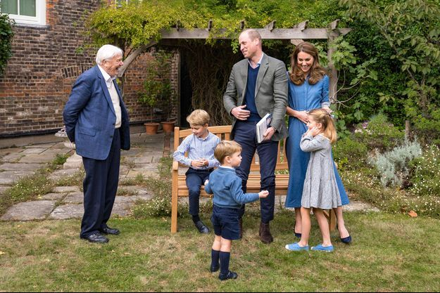 Le prince William et Kate Middleton avec leurs enfants George, Louis et Charlotte ainsi que Sir David Attenborough