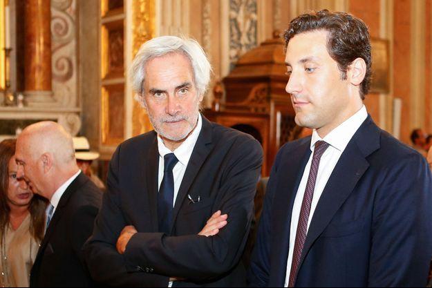 Charles Bonaparte et son fils Jean-Christophe Napoléon à l'hôtel de ville d'Ajaccio, le 15 août 2019