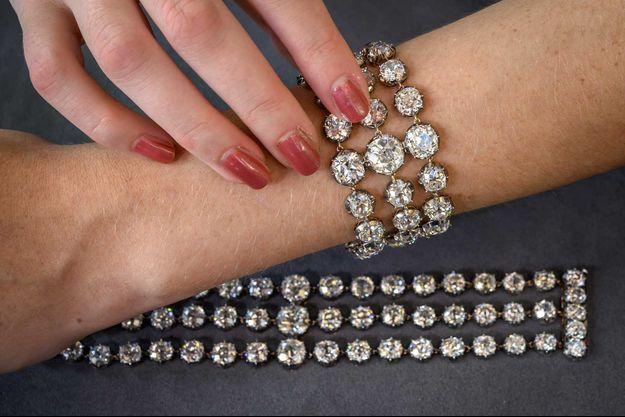 Les deux bracelets bientôt en vente.