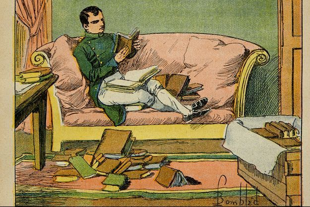 """Détail de l'illustration de Louis Bombled """"L' Empereur Napoléon parcourt les livres qui viennent de lui être envoyés à Sainte-Hélène"""", tirée de l'ouvrage """"Le mémorial de Sainte-Hélène"""" du comte Emmanuel de Las Cases. Collection particulière"""