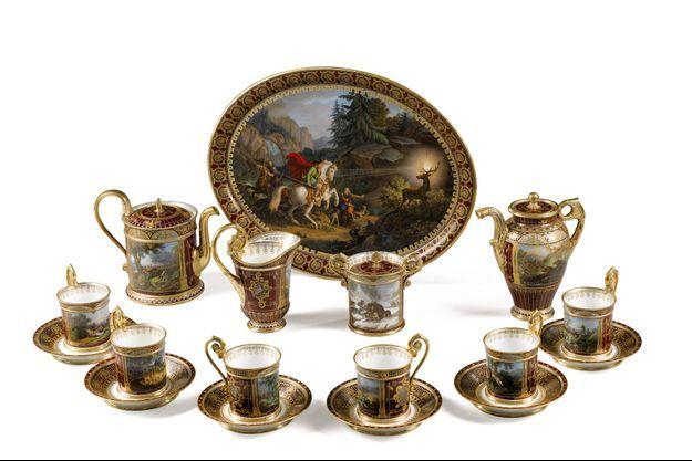 Le service en porcelaine de la manufacture de Sèvres d'époque Louis-Philippe, estimé entre 100.000 à 150.000 euros, s'est envolé à 495.000 euros.