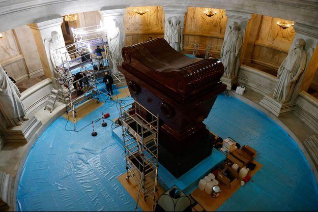 Le Tombeau de Napoléon aux Invalides en cours de restauration, le 26 octobre 2020