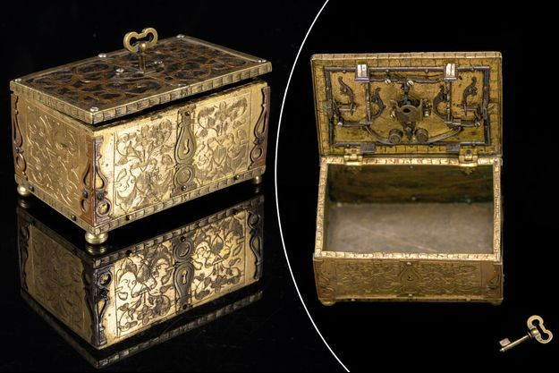 Le coffret dont la serrure et la clef ont été faites par le roi Louis XVI, vendu aux enchères par la Maison Osenat à Versailles le 11 juillet 2021