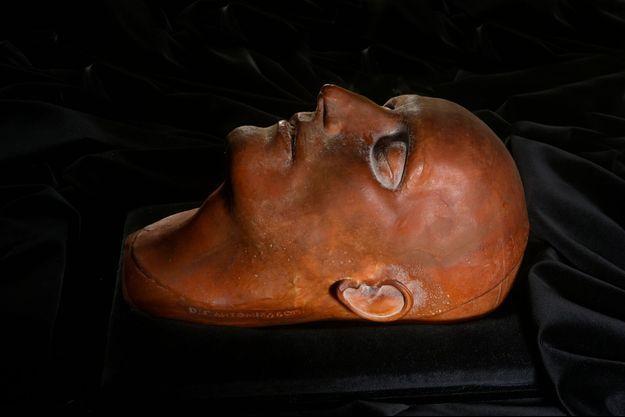 Le masque mortuaire en cire de Napoléon Ier, qui sera vendu aux enchères à l'hôtel Drouot à Paris le 7 novembre 2017