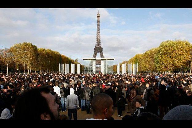 Entre 5000 et 7000 personnes avaient fait le déplacement samedi dans l'espoir de repartir avec de l'argent.