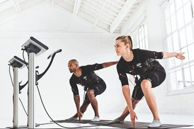 Il est recommandé de commencer à utiliser l'équipement (ici, la marque Miha Bodytec) avec un coach, ce qui est possible dans plusieurs salles à Paris.