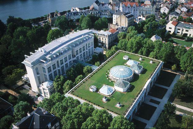 Créé en 1993, le Vichy Spa Hôtel Les Célestins est situé en bordure d'Allier. Doyenne des stations thermales, la ville a été rendue célèbre par Napoléon III. L'usage des thermes s'est popularisé au début du siècle dernier.