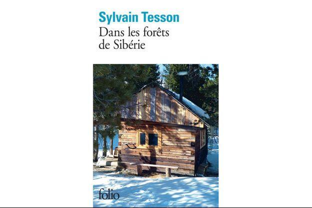 """Prendre le large avec les pages des aventures de Sylvain Tesson """"Dans les forêts de Sibérie""""."""