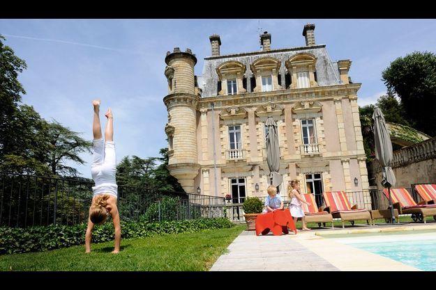 Dans la station thermale de Vals-les-Bains en Ardèche, le château Clément comme un décor de film.