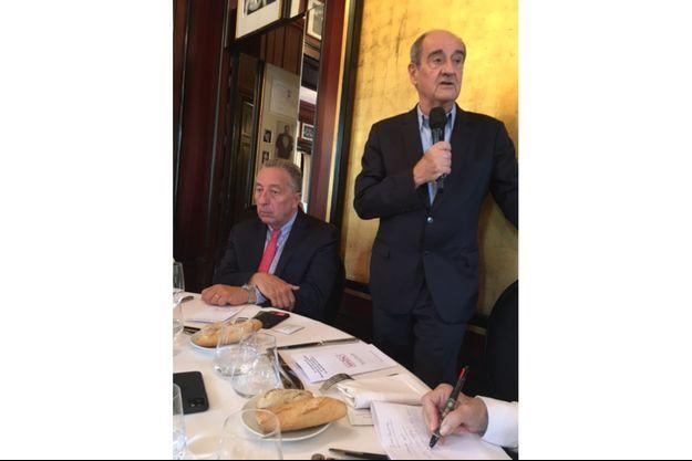 Thomas Levet, président du MBC, et Pierre Lescure à table pour un échange à plusieurs voix.