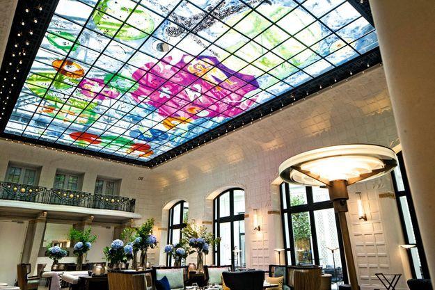 Le salon Saint-Germain et la verrière signée Fabrice Hyber.