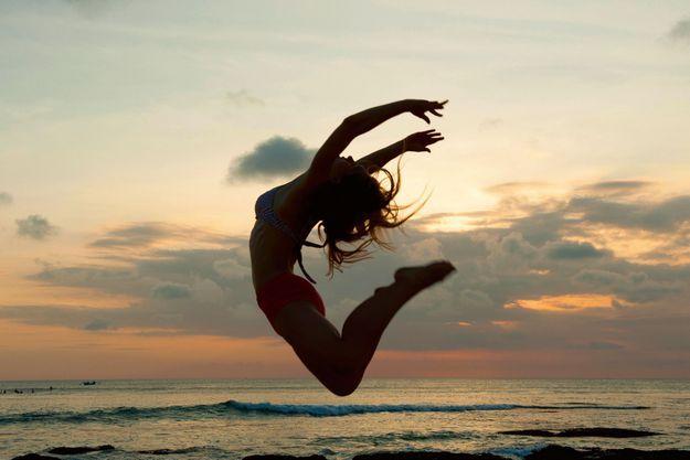 Le principe de cette méthode: mêler la danse, le yoga, des exercices de respiration et d'introspection pour lâcher prise et découvrir sa nature profond
