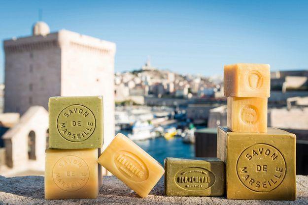 Quatre ingrédients suffisent pour fabriquer du savon de Marseille : huile végétale, soude, sel et eau