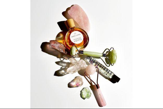 1. Gua sha Touch'Lift 5 4 Quartz Rose, Roll On Jade, 28,90 €. 2. Mystique Améthyste, Élixir de parfum, Aimée de Mars, 64 €. 3. Rouleau de jade, Eyden, 29,90 € sur eyden.eu. 4. Huile à lèvres améthyste et fluorite, Lightstones, 35 €. 5. Roller en quartz rose, Persée, 50 euros sur perseeparis.com.