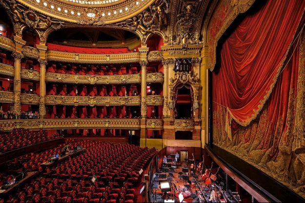 La loge impériale, au-dessus de la fosse d'orchestre. Le meilleur endroit pour… être vu.