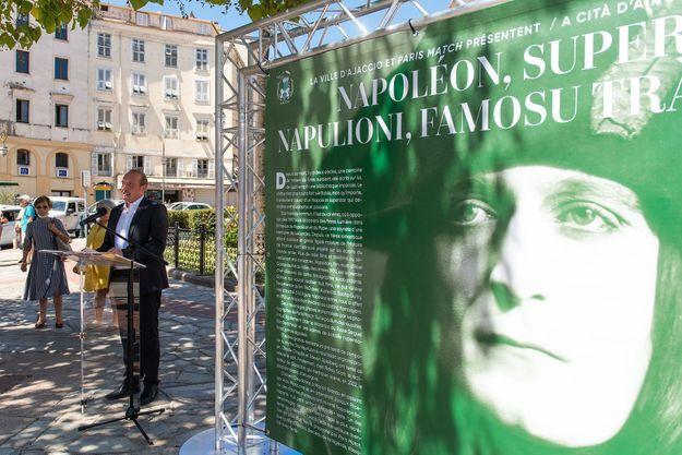 Le Maire d'Ajaccio, Laurent Marcangeli, inaugure l'exposition estivale « Napoléon Superstar », en partenariat avec Paris Match.