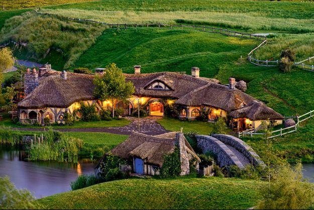 L'Auberge du Dragon vert a été créée pour le tournage du « Hobbit : un voyage inattendu ». Elle attire aujourd'hui des touristes du monde entier en Nouvelle-Zélande.