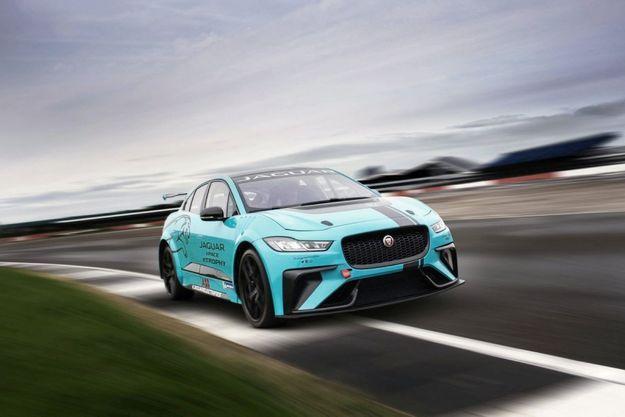 Anthony Delon a testé la Jaguar I-Pace eTrophy, le 24 janvier, sur un circuit proche de Birmingham, en Angleterre.