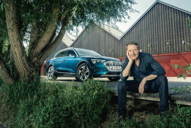 Si sa première voiture fut une Peugeot 205, Lambert Wilson est aujourd'hui un ambassadeurde la marque Audi.