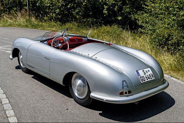 Un profil d'une incroyable pureté, un habitacle empreint de classe et de sobriété… le mythe Porsche est né.