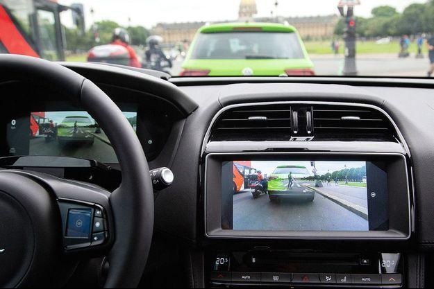 L'XTraVue fonctionne grâce à des caméras frontales, un scanner-laser LiDAR (Light Detection and Ranging) et une liaison véhicule à véhicule.
