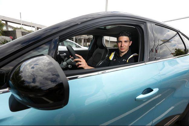 Si Esteban roule aujourd'hui en Mégane RS Trophy-R, une sportive d'exception qu'il adore, il apprécie aussi l'agrément de conduite de ce SUV urbain.