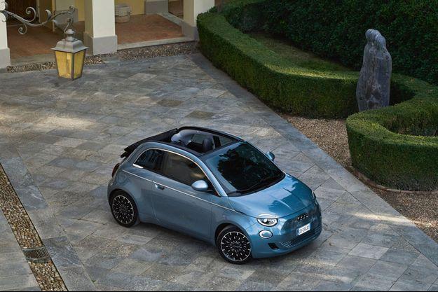 La Fiat 500e tolère une puissance de charge de 85 kW. De quoi récupérer plus de 200 kilomètres d'autonomie en trente minutes.