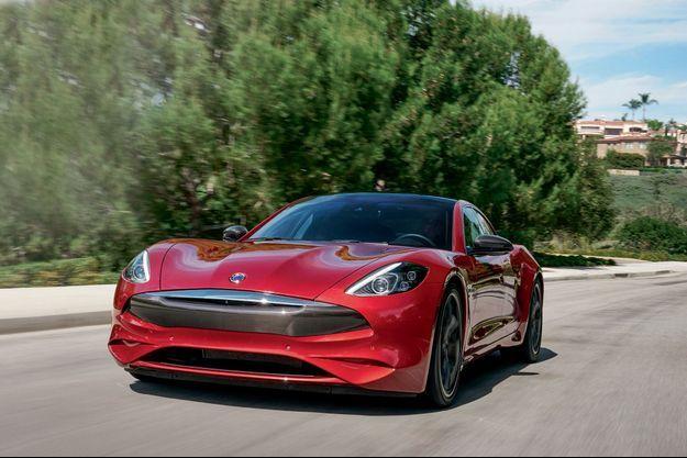 La Revero GT assume fièrement son gabarit hors norme : 5,06 mètres de long, 2,3 tonnes sur la balance.