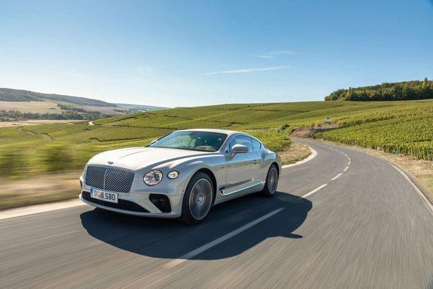 En dépit de son tarif épicé, la Continental GT fait payer, en sus, la plupart de ses assistances à la conduite, comme l'aide au stationnement ou la lecture des panneaux. Shocking, isn't it ?
