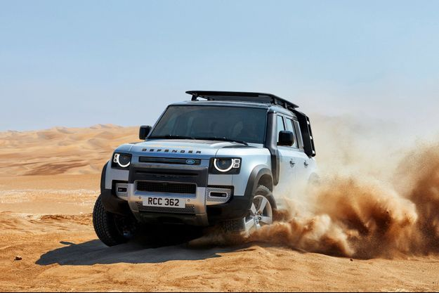 Star du Salon automobile de Francfort, le nouveau Defender donne, comme par le passé, le choix entre deux carrosseries : deux portes pour le « 90 » (4,32 m) ou quatre portes pour le « 110 » (4,76 m).