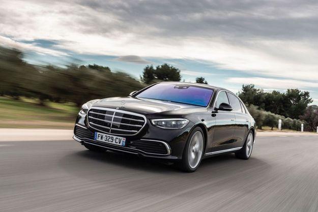 Une version hybride rechargeable (S 580 e), dotée de 100 kilomètres d'autonomie électrique, vient tout juste de faire son apparition.