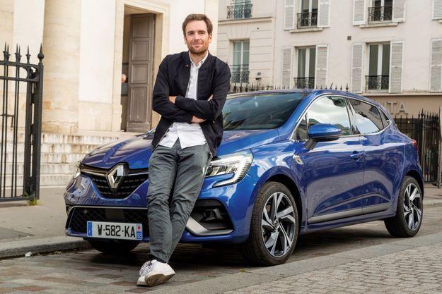 Nicolas Carpentier devant la Renault Clio TCE 130 RS LINE